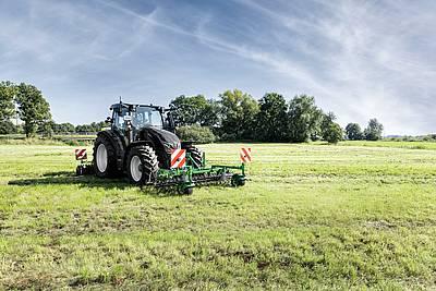 Düvelsdorf: Grünland pflegen mit dem Green.Rake vario