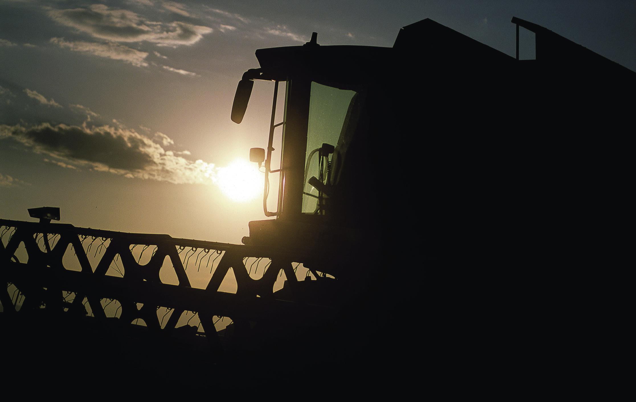 Neben dem erhöhten Ertrag und der gleichmäßigeren Erntegeschwindigkeit werden auch Rückstände des Erntegutes auf dem Feld nahezu vermieden.